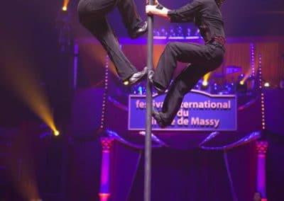 Antoine et Rocco au Festival de Massy. Mât chinois.